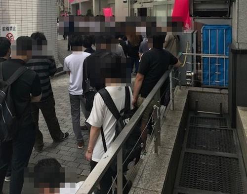 メッセ高円寺店 並び